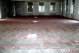 Mehrzweckraum mit Fußbodenheizung für Estrich