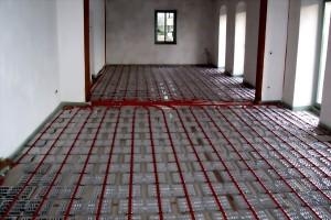 Fußbodenheizung verlegt im Ausstellungsraum